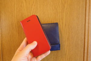 携帯電話と財布